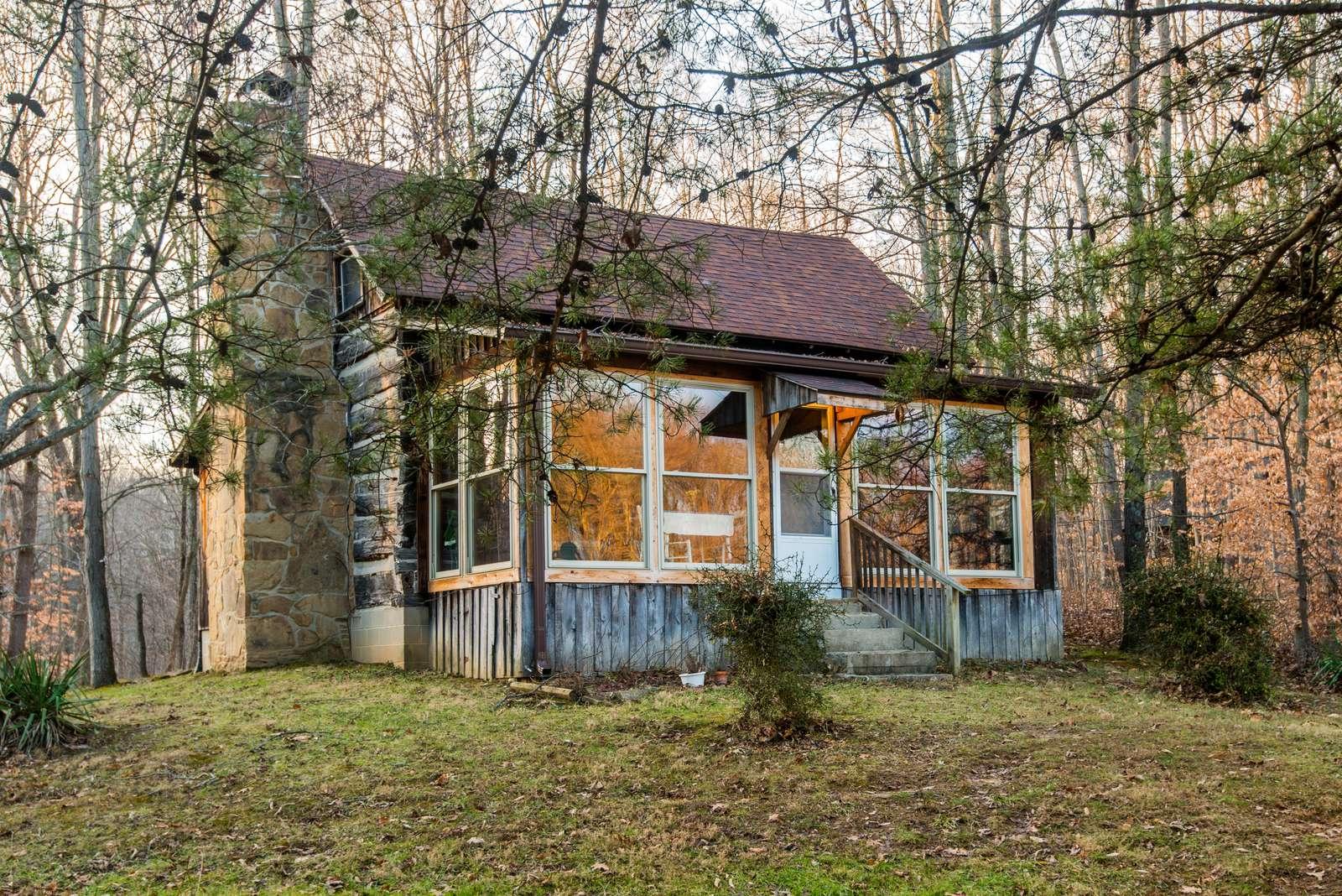 Lake Hideaway Log Cabin - property