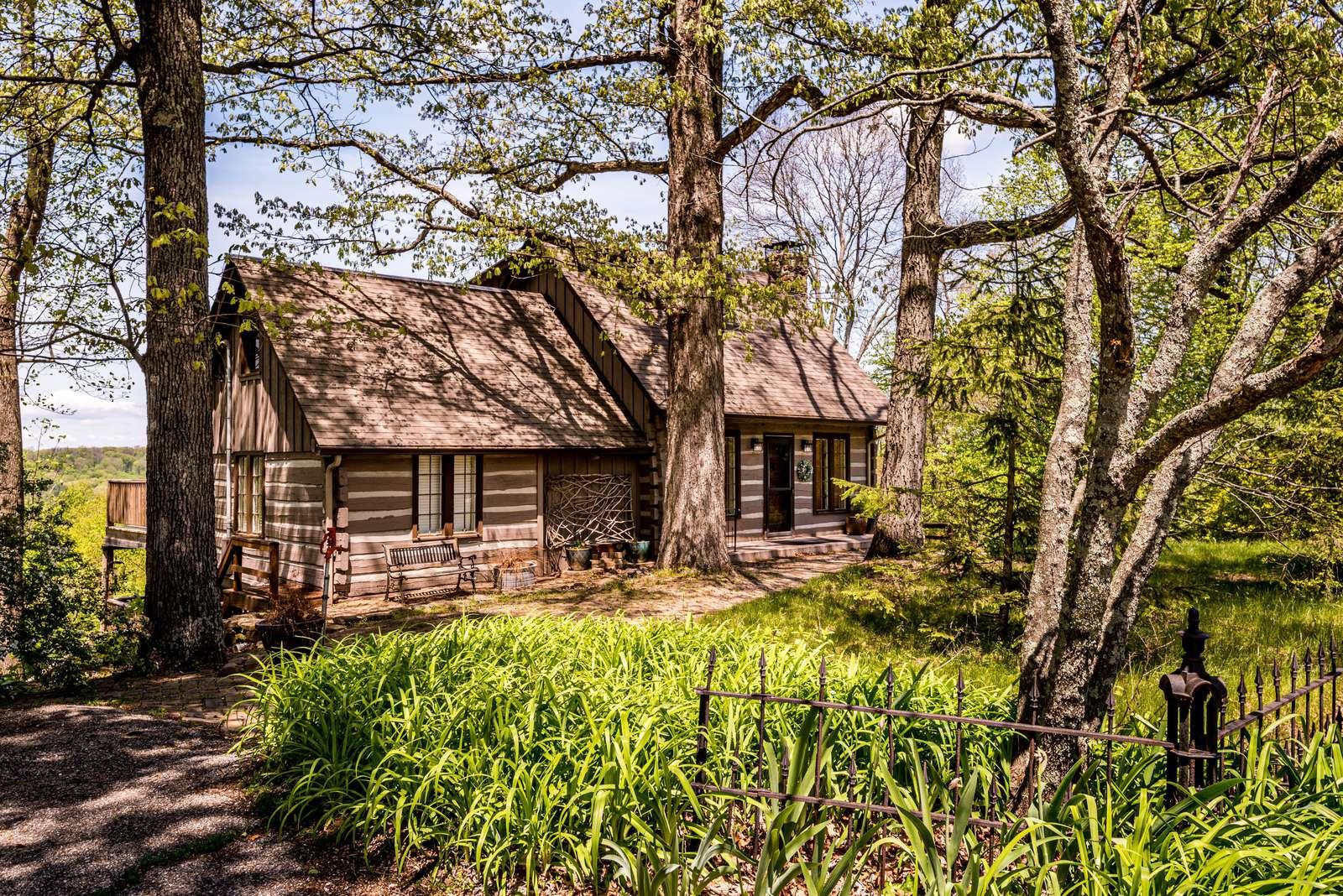 Overlook Log Cabin Rental - property