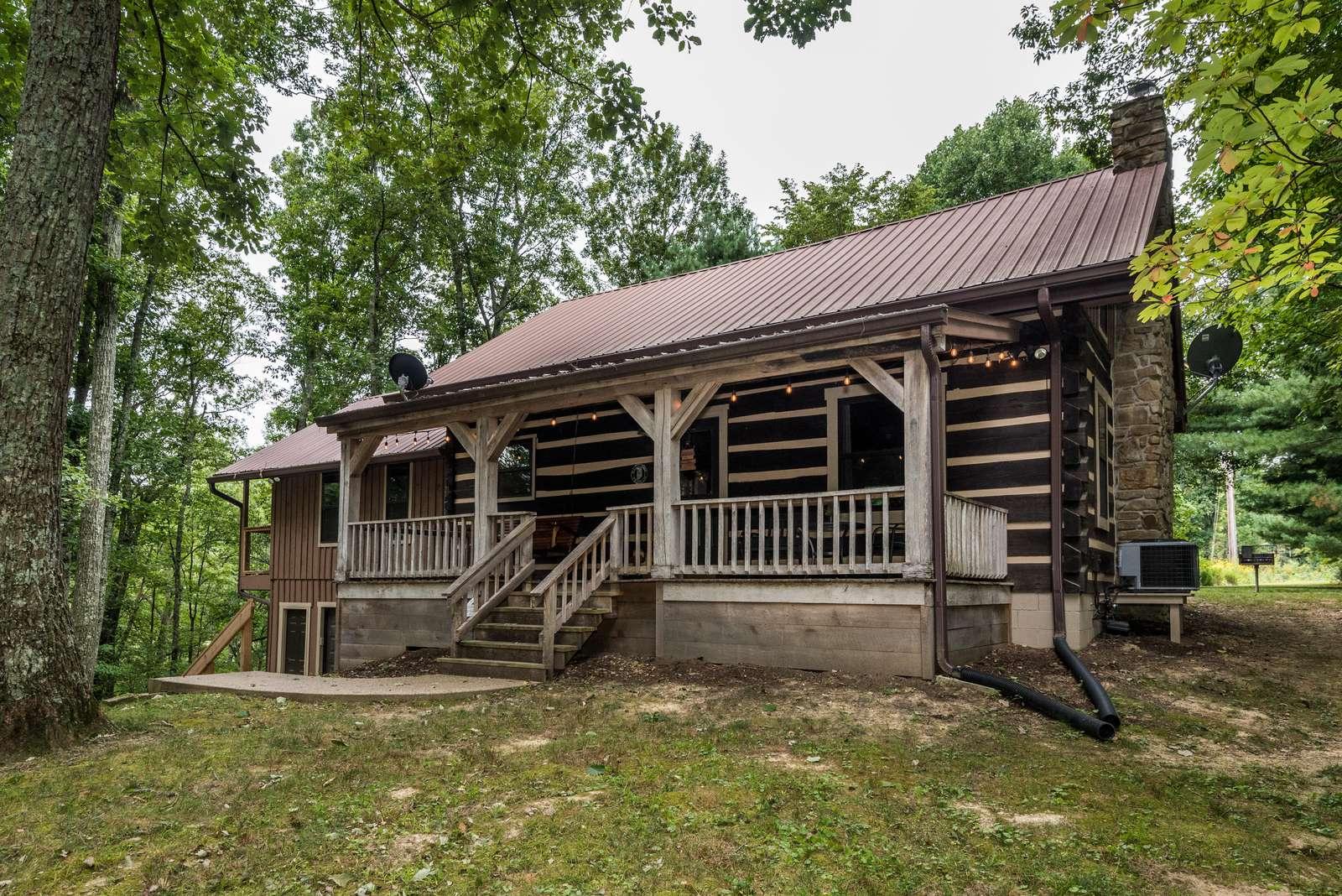 Rock Ridge Log Vacation Cabin - property