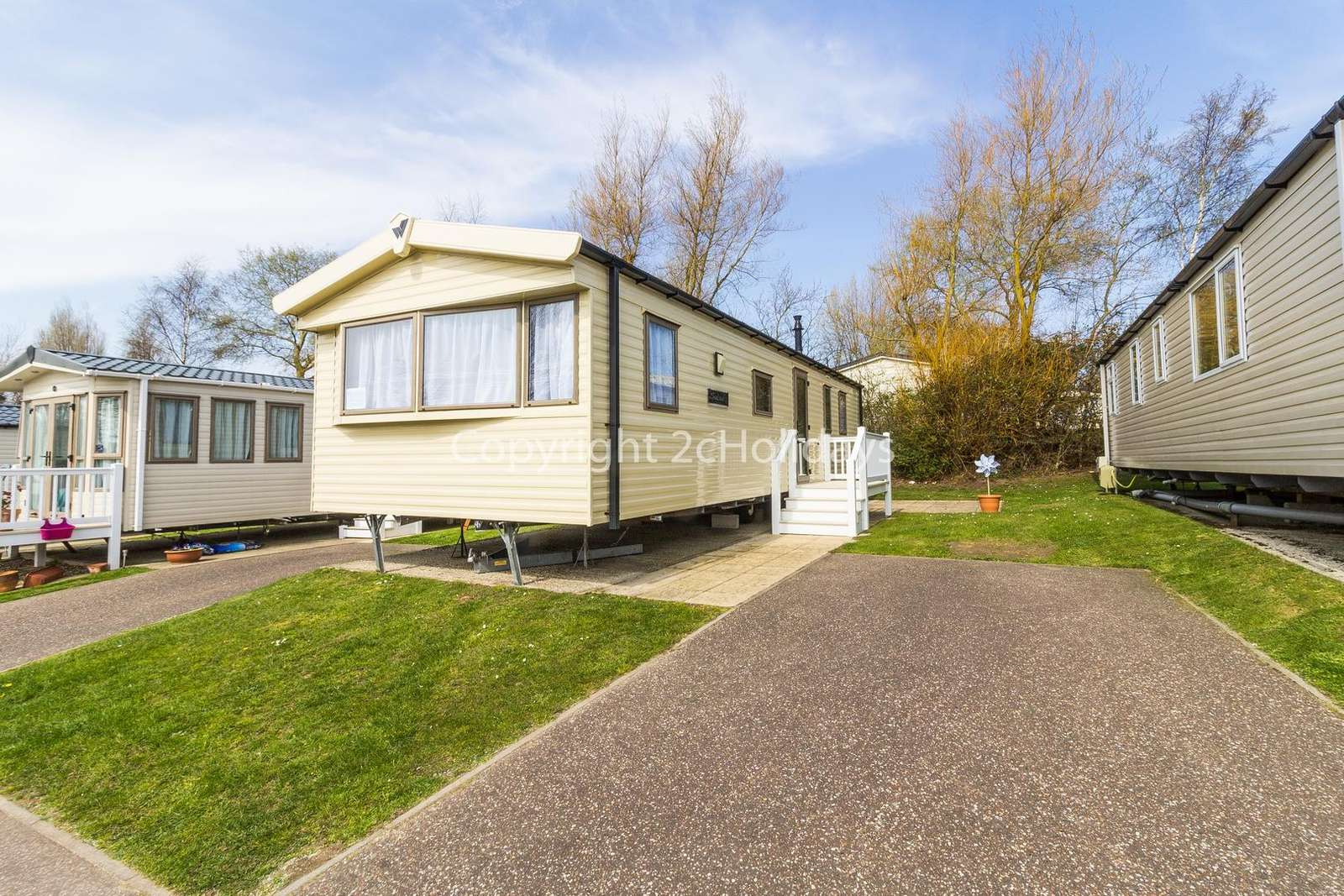Lovely accommodation with homely touches on a great holiday park!
