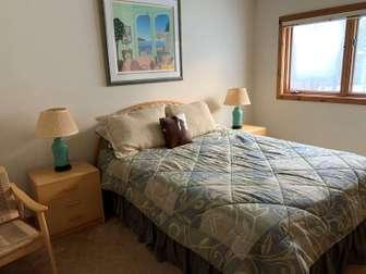bedroom #2 - queen thumb
