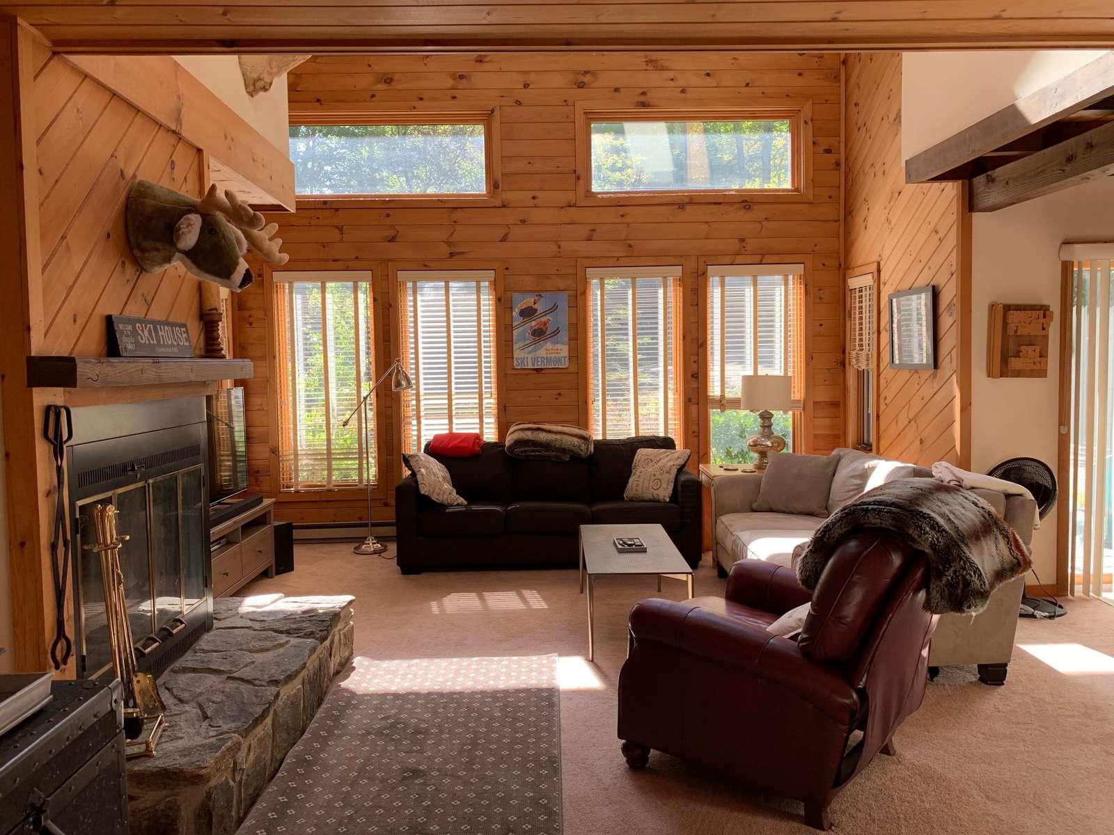 Sun-filled living room - property