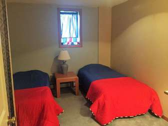 Lower floor bedroom - 2 twin beds thumb