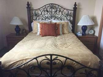2nd queen bedroom upstairs thumb