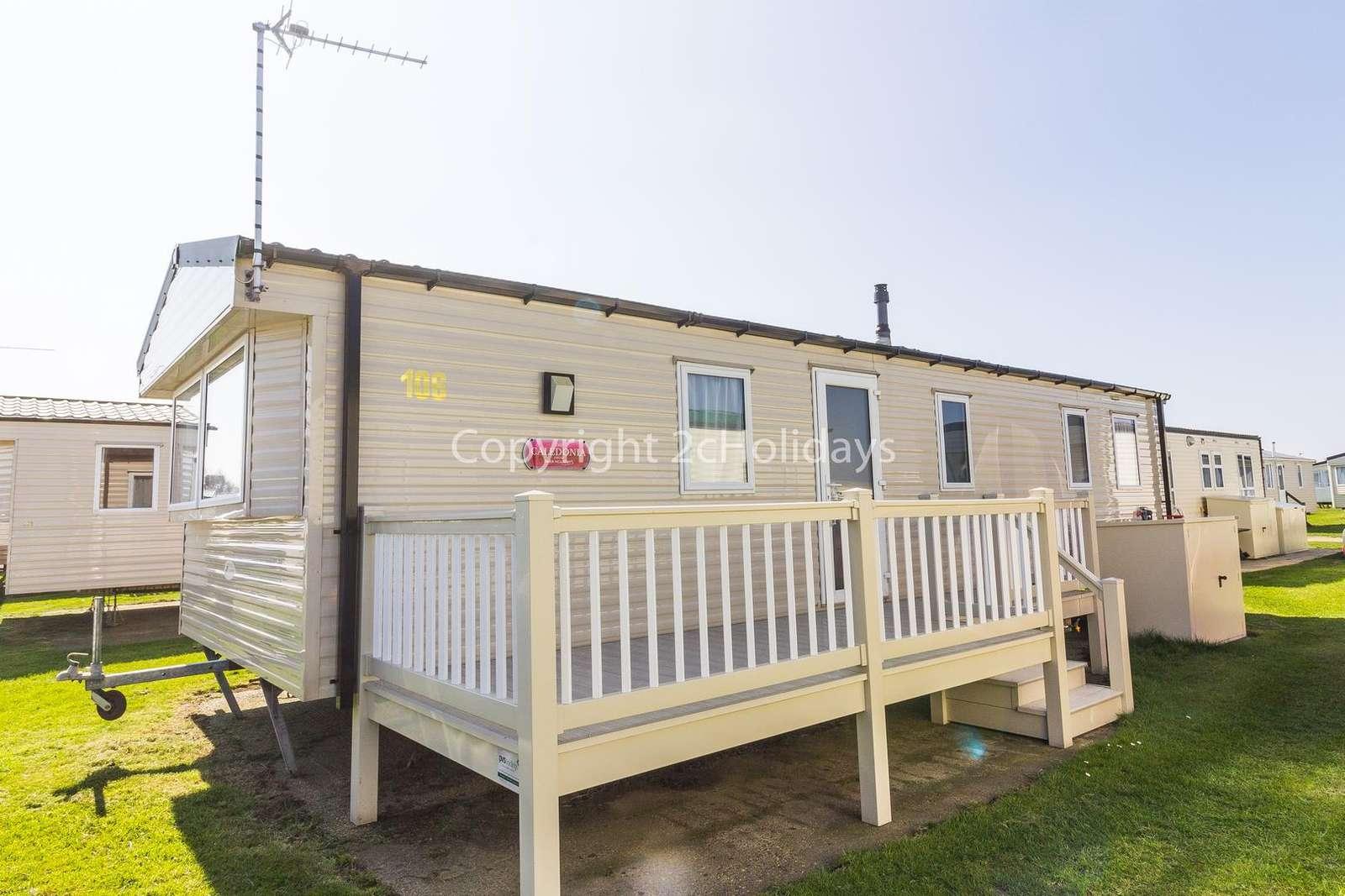 Superb. caravan with partial sea views! - property