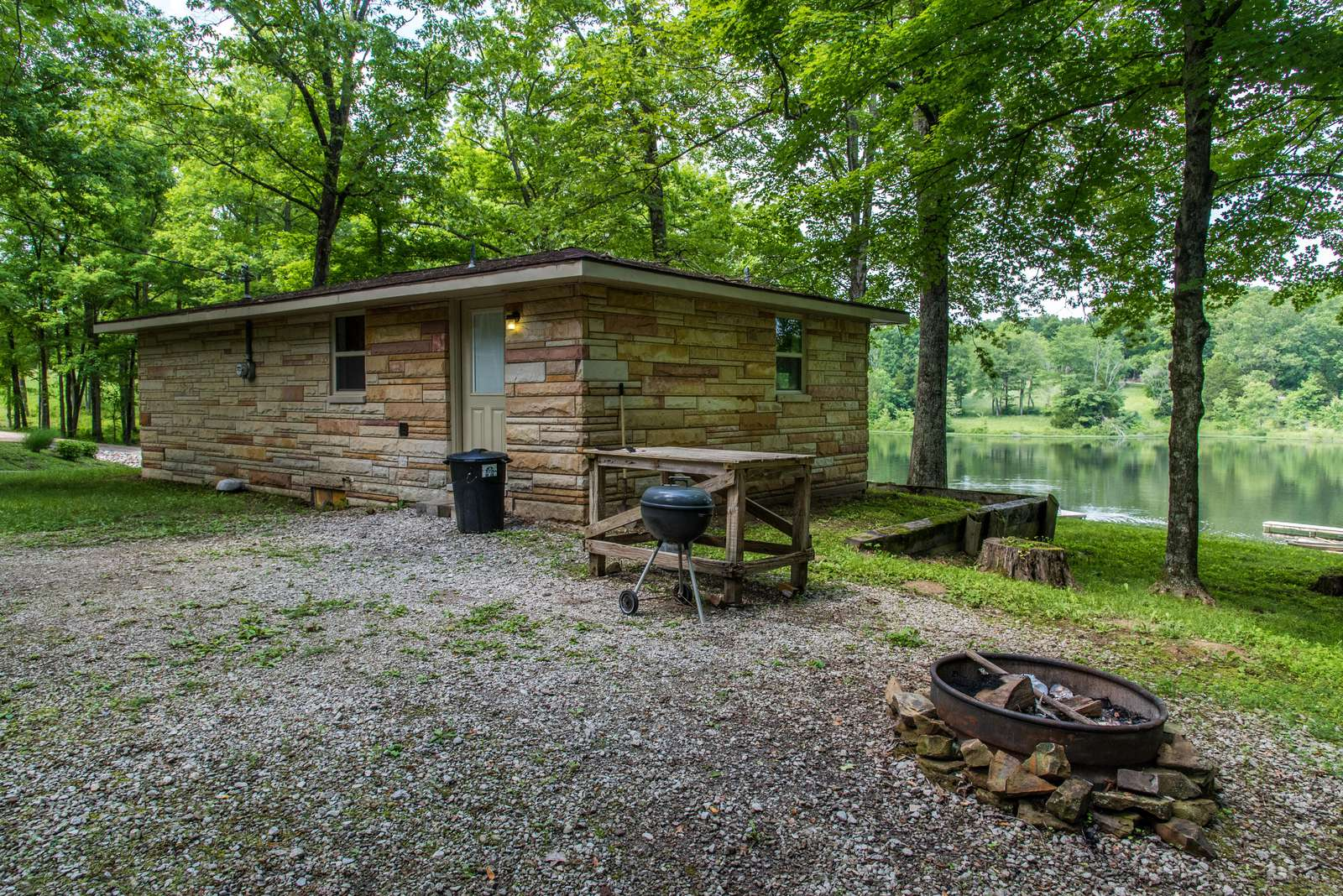 Lakeside Vacation Cottage - property
