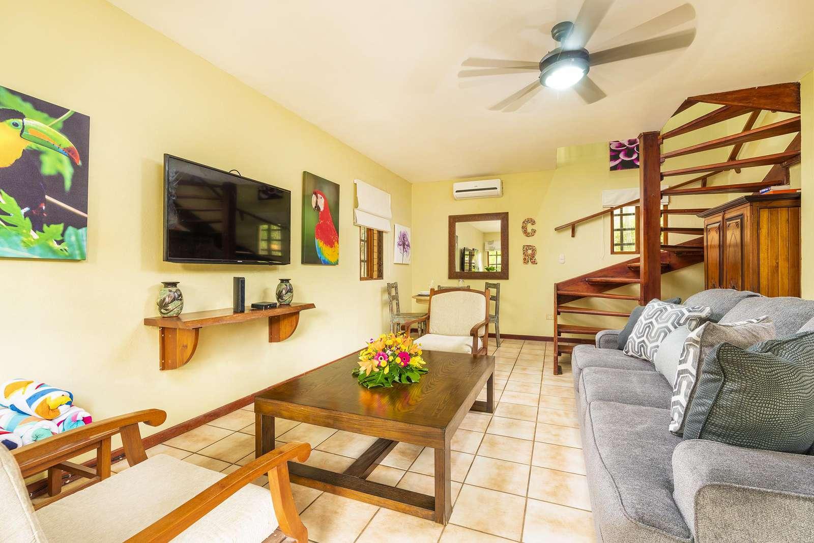 Living and dining area, sleeper sofa, Flat screen TV