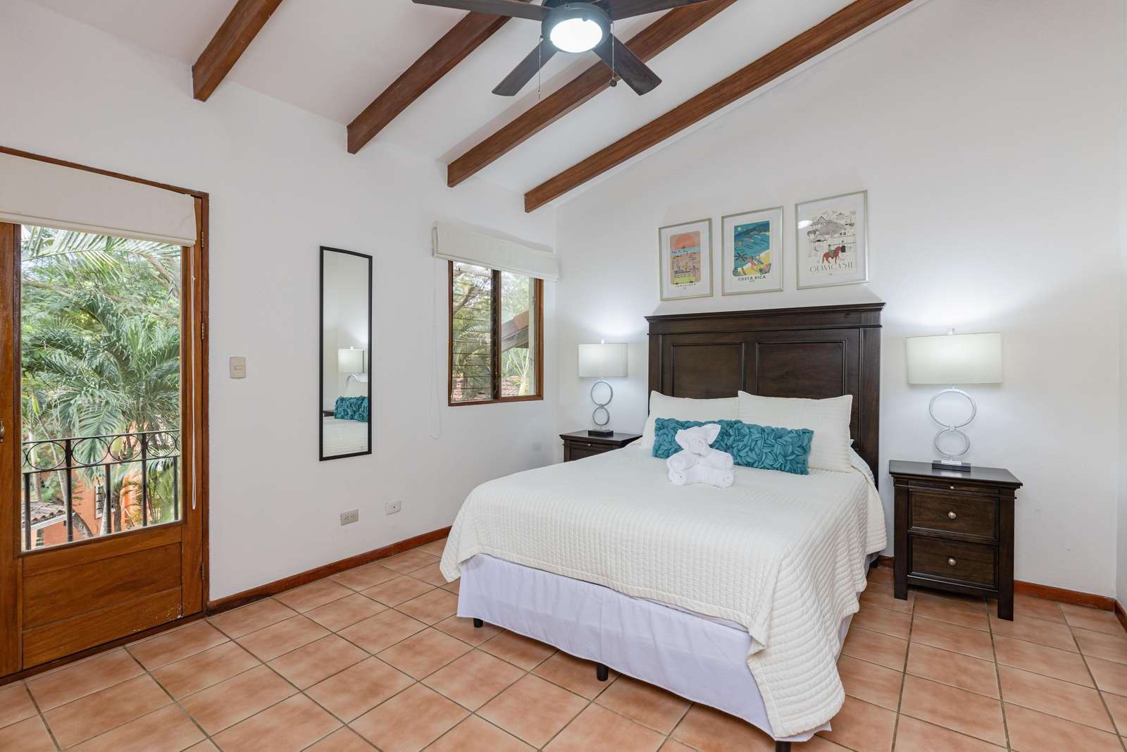 Master bedroom, Queen bed, 2nd level, Full private bathroom