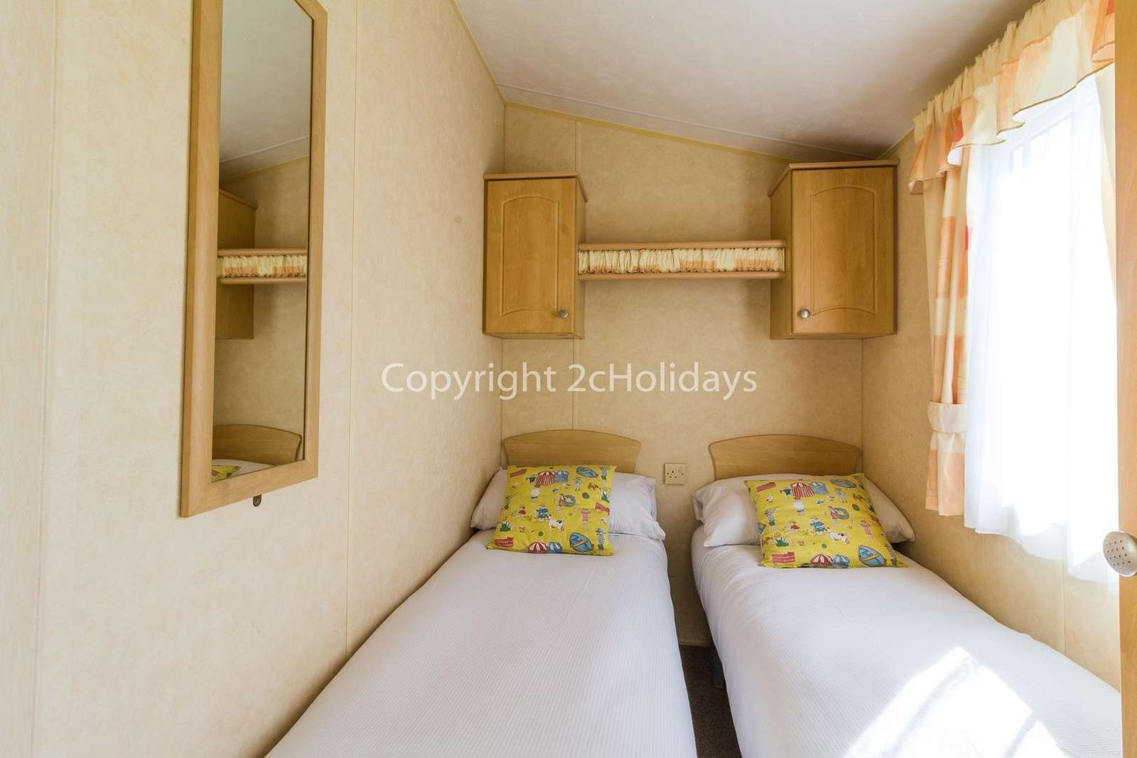 Cost twin bedroom in this lovely 8 berth caravan