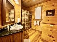 Main Level Bathroom, Tub/Shower Combo thumb