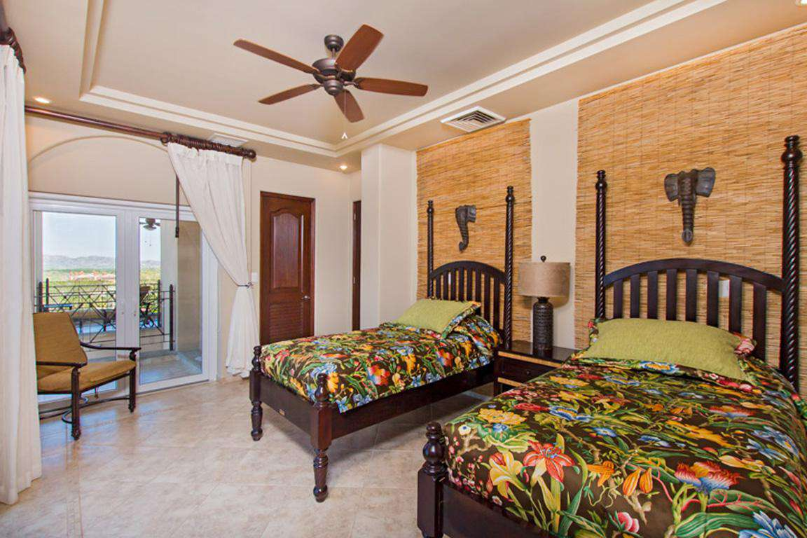 Guest bedroom, two twin beds, private bathroom