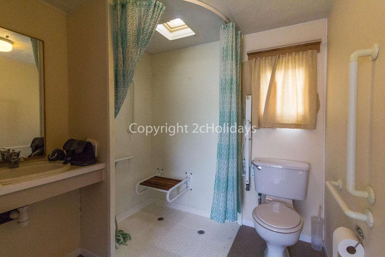 Spacious wheel chair adapted wet room