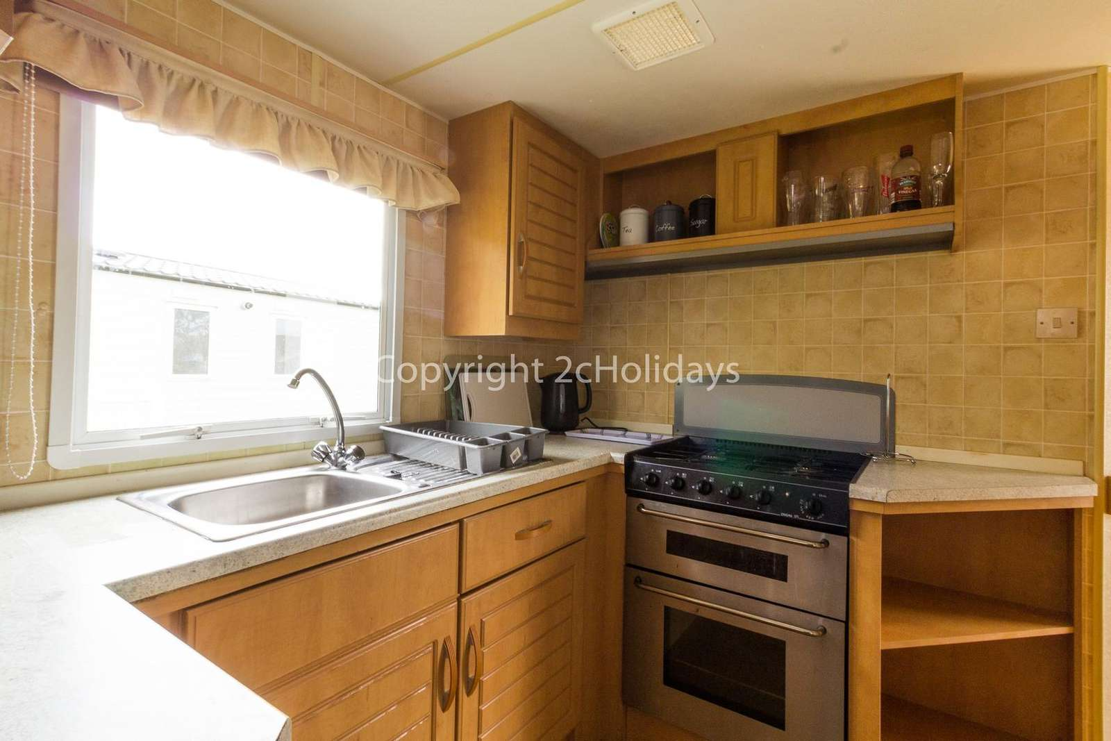 Full size cooker perfect for self-catering holidays!