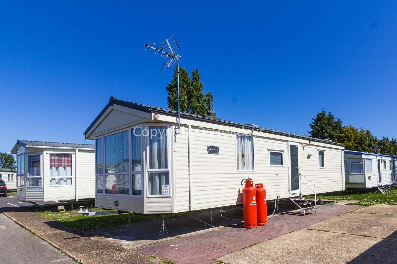 A lovely caravan with a homely feel. - property