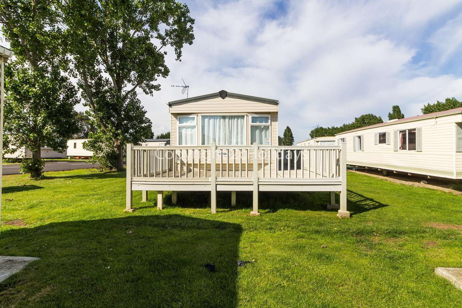 Lovely caravan on a great holiday park close to the seaside town of Clacton!