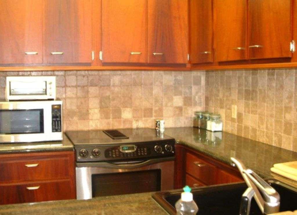 STAINLESS STEEL APPLIANCES/GRANITE COUNTER TOPS