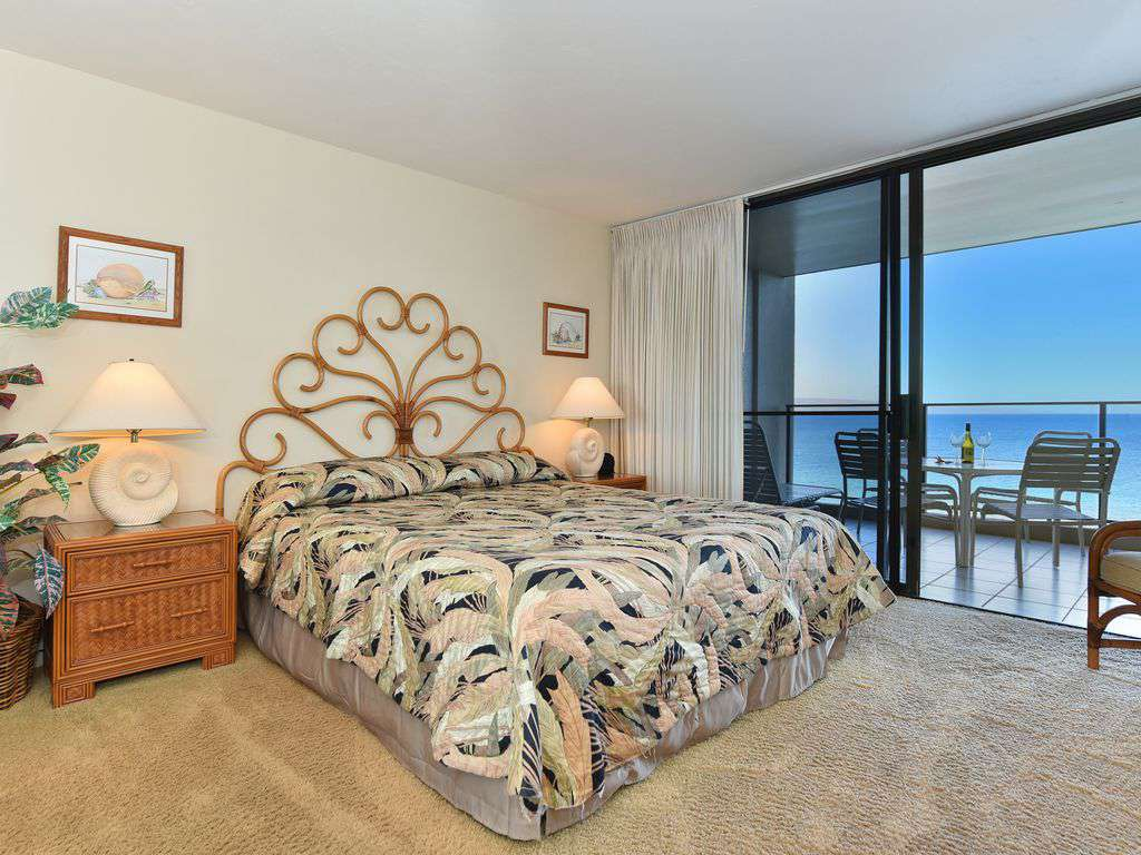 Bedroom opens up to lanai