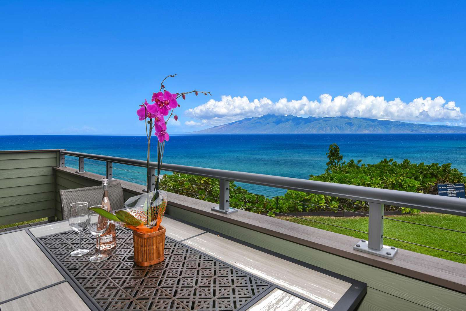 Lanai w/Outstanding Ocean Front Views - property