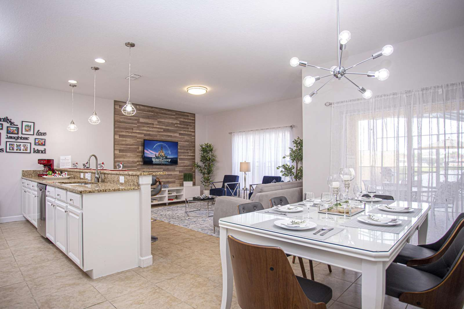 Living and dining room combo - property