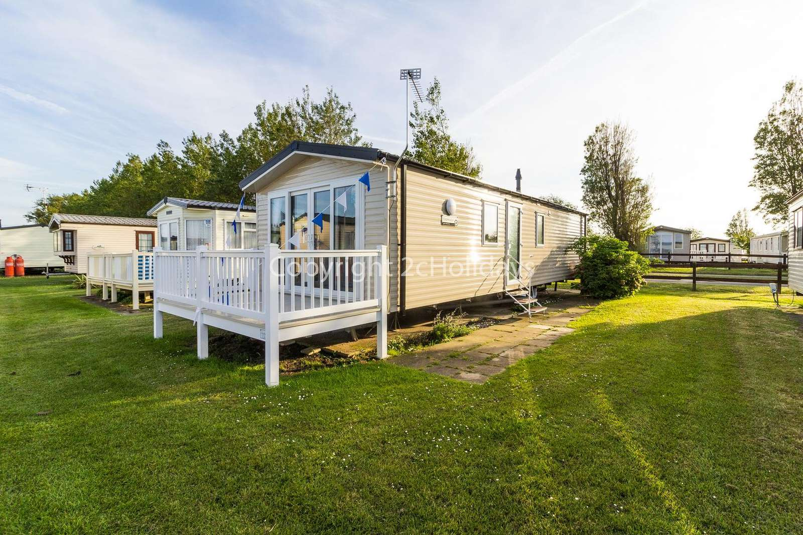 50027L – Lapwing area, 2 bed, 6 berth caravan with decking, D/G & C/H. Diamond rated. - property