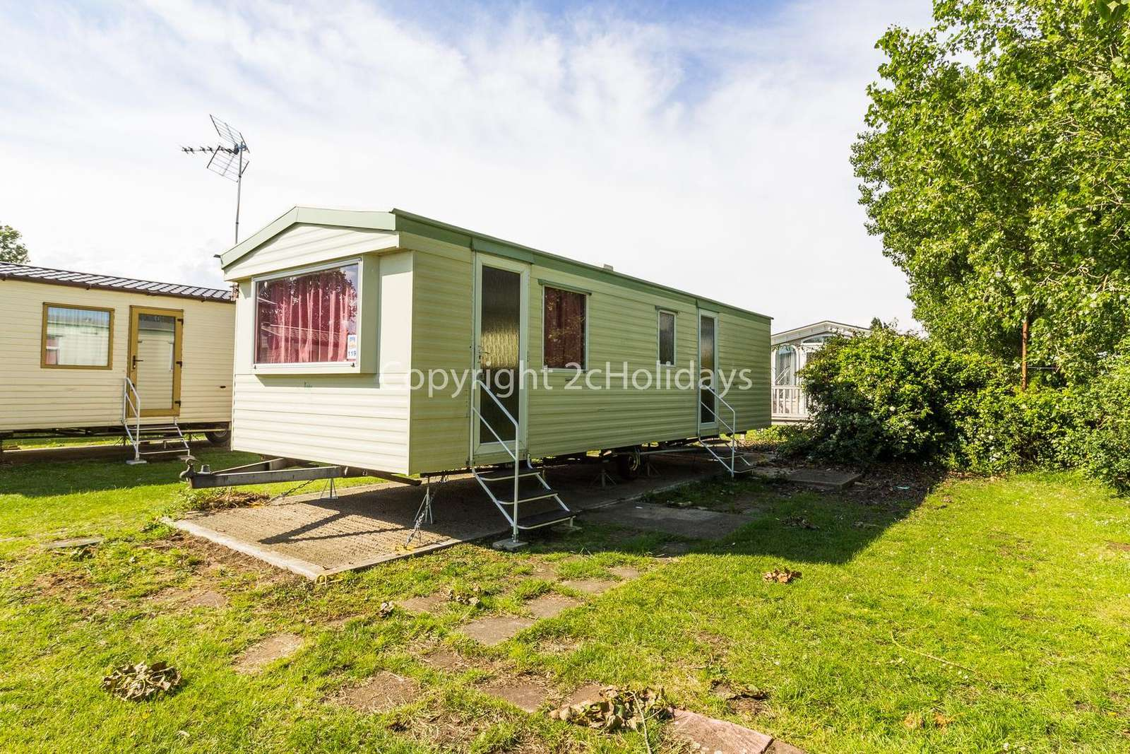 Cosy mobile home sited on a brilliant family holiday park with great amenities - property