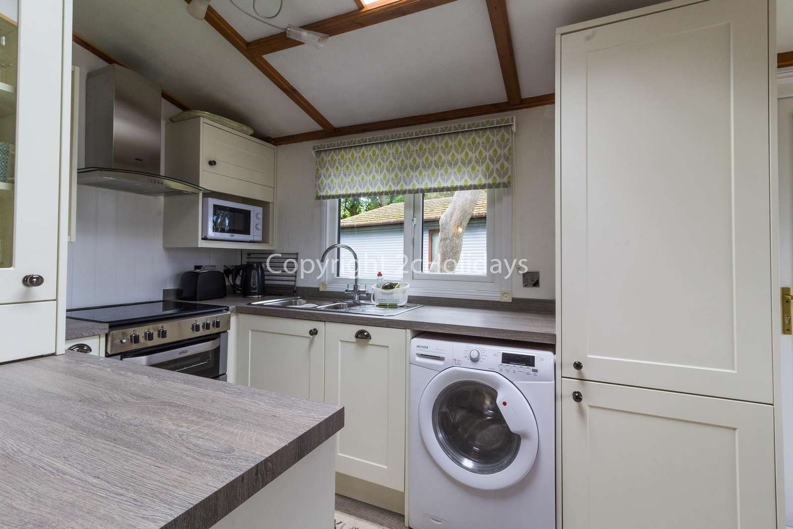 This kitchen includes a dishwasher and a washer/drier!