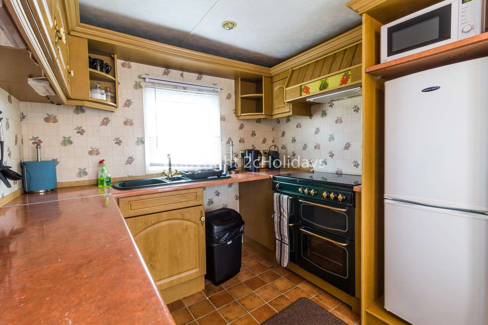 This kitchen includes a full size oven/hob and full size fridge/freezer!