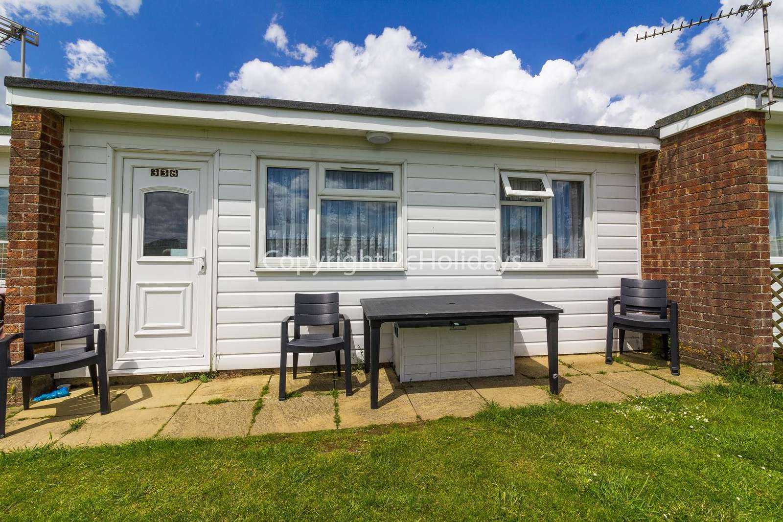 Homely chalet just minutes away from the gorgeous beach of Scratby!