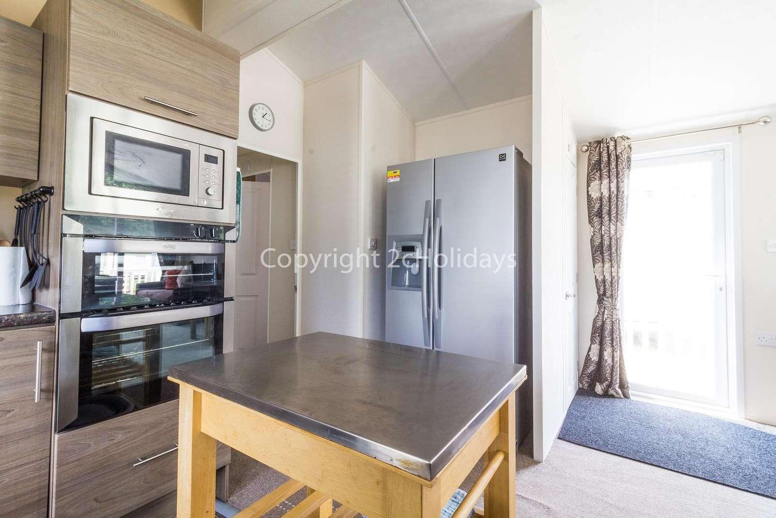 Superb kitchen with a dishwasher, washing machine and wine cooler!