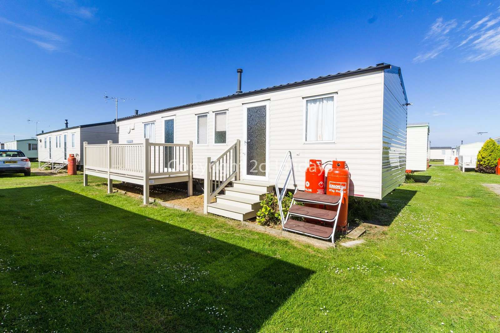 Stunning caravan on a great family friendly site! - property