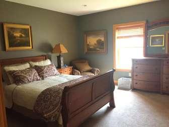 Lower level bedroom - queen bed thumb