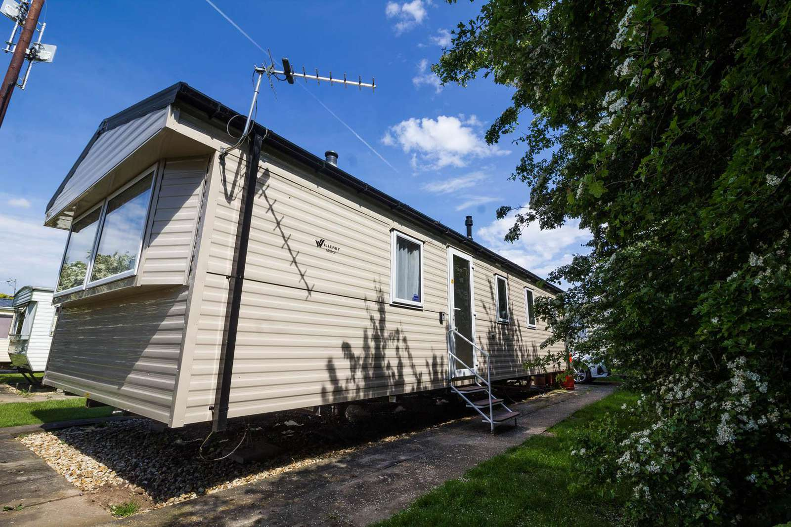 33010TB – The Beeches area, 3 bed, 8 berth caravan with D/G & C/H. Diamond rated. - property