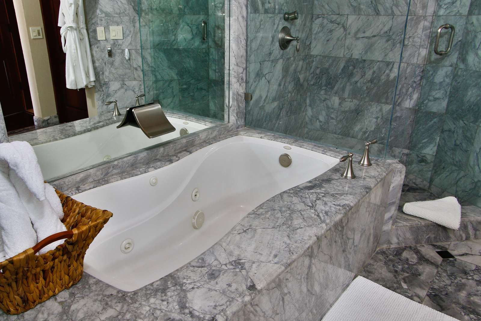 Jacuzzi tub in the master bathroom