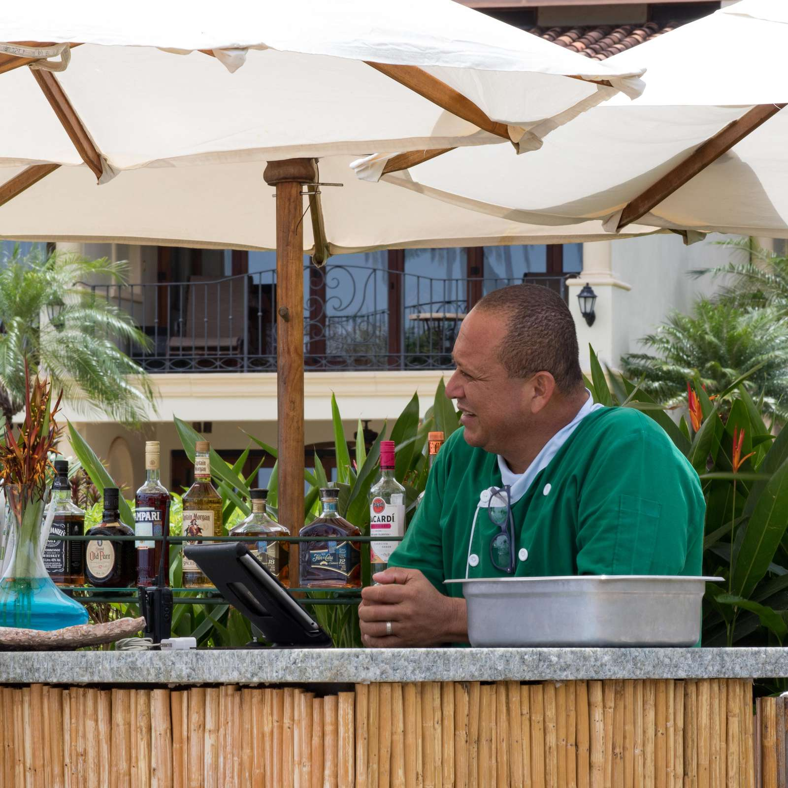 Full service poolside bar at the Palms