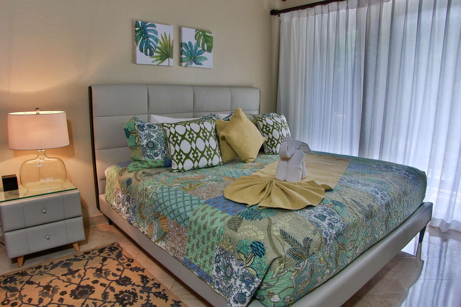 Guest bedroom, king bed, private full bathroom