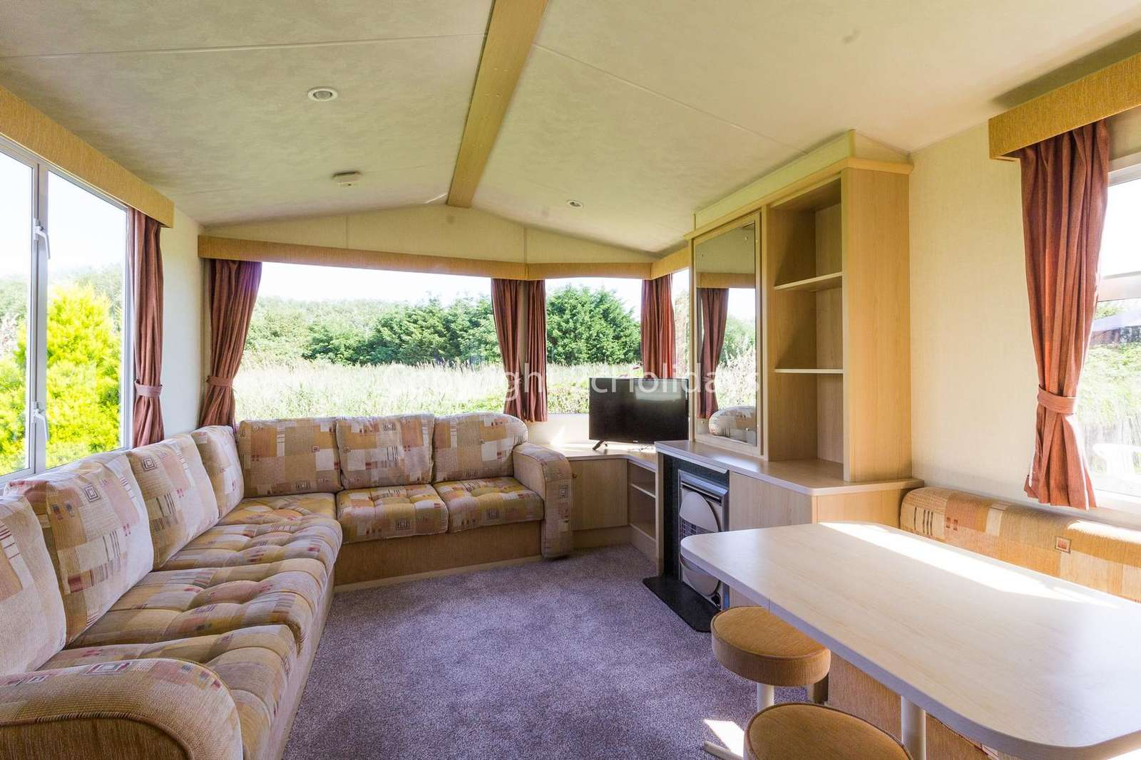 Open plan lounge/diner, ideal for families!