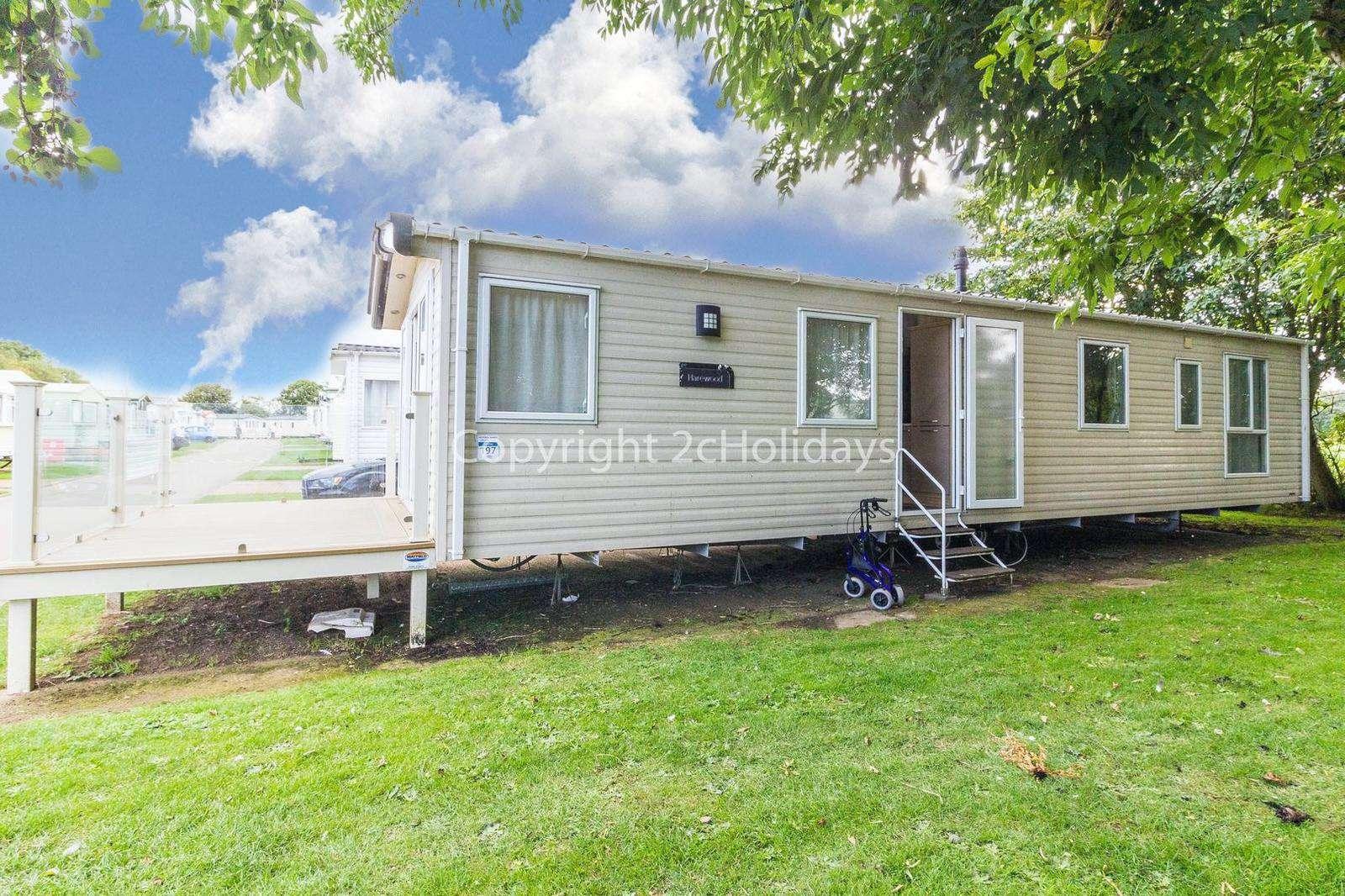 Superb 8 berth caravan on a fantastic family friendly holiday park! - property