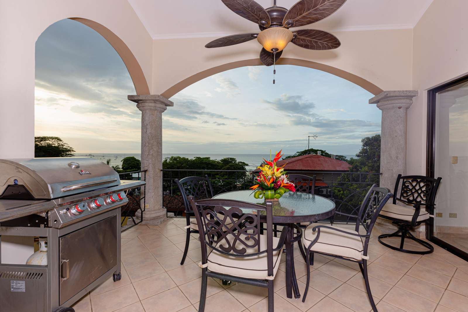 Sunrise 48, a Stunning ocean view penthouse condo in the heart of Tamarindo!