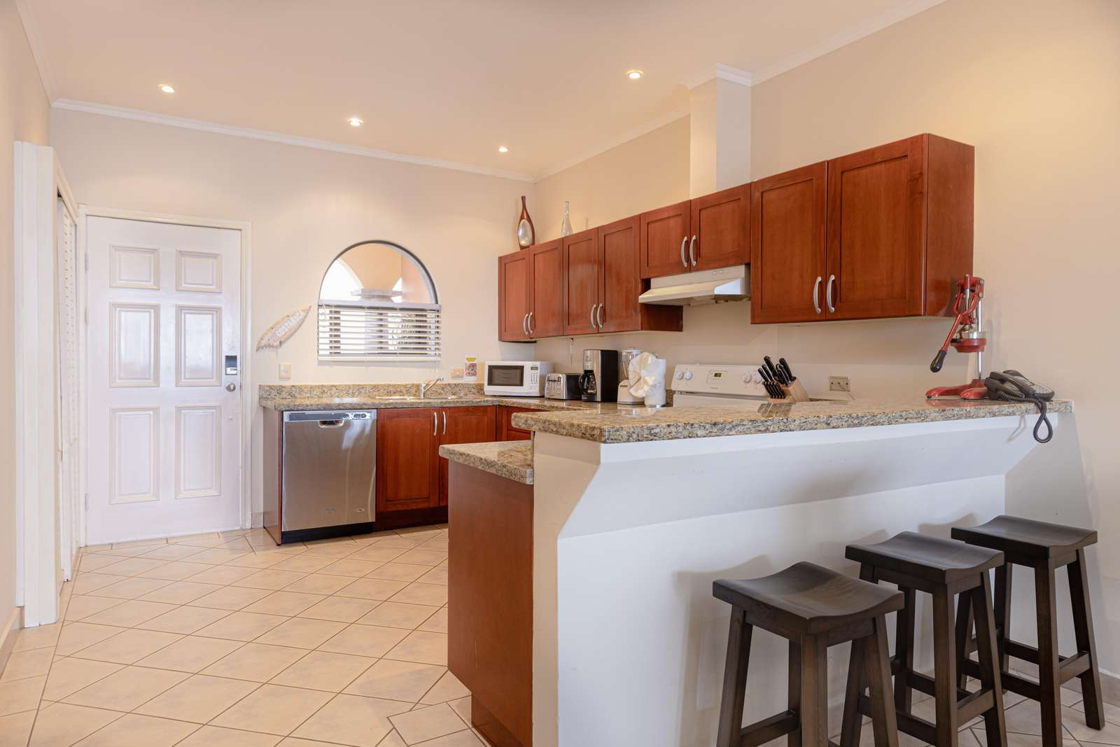 Gourmet kitchen, breakfast bar with seating for 3
