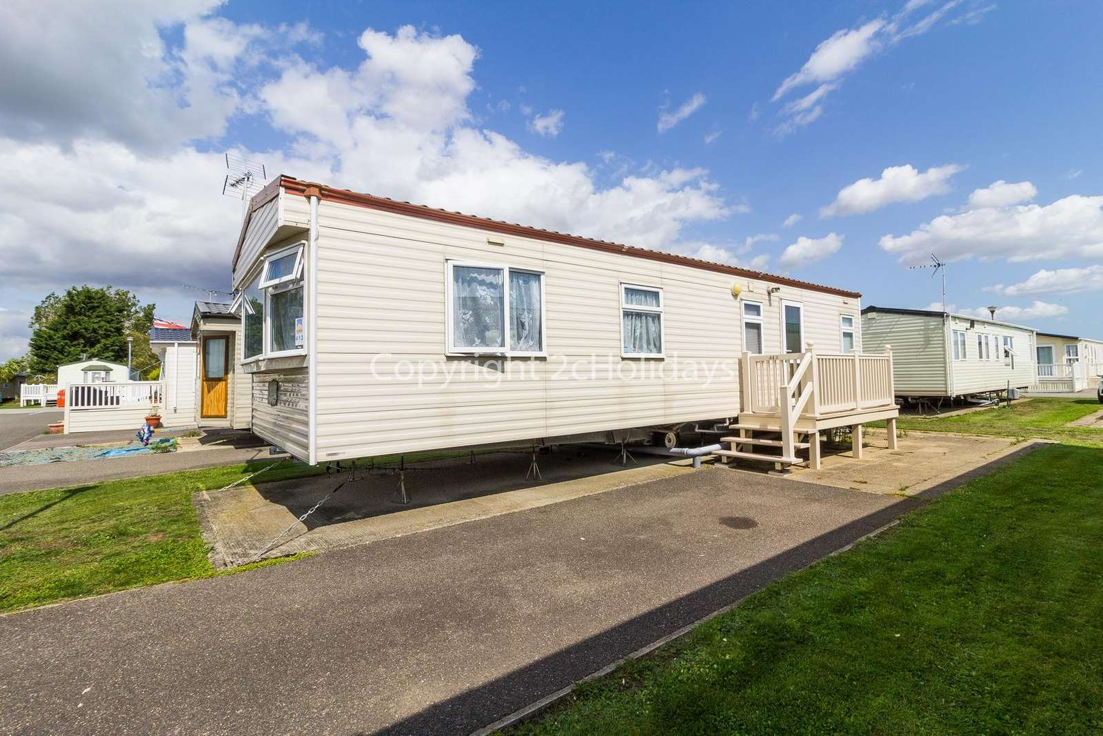Great caravan close to the lovely seaside town of Clacton-on-Sea.