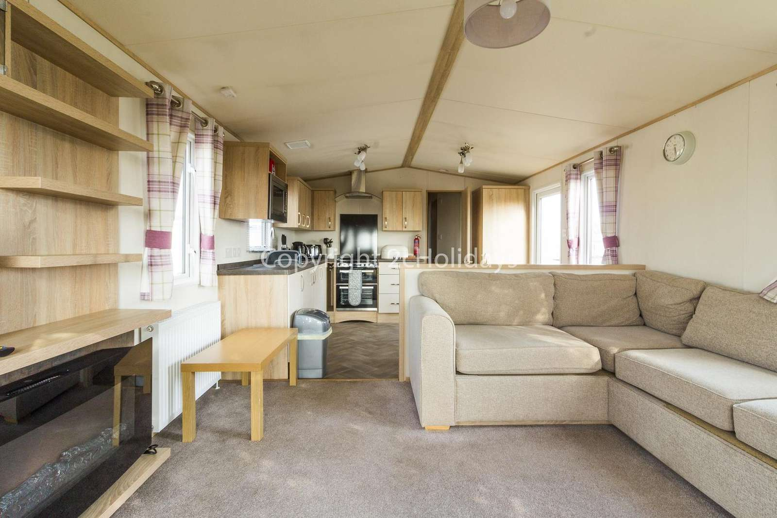 Spacious living area leading to the kitchen/diner!