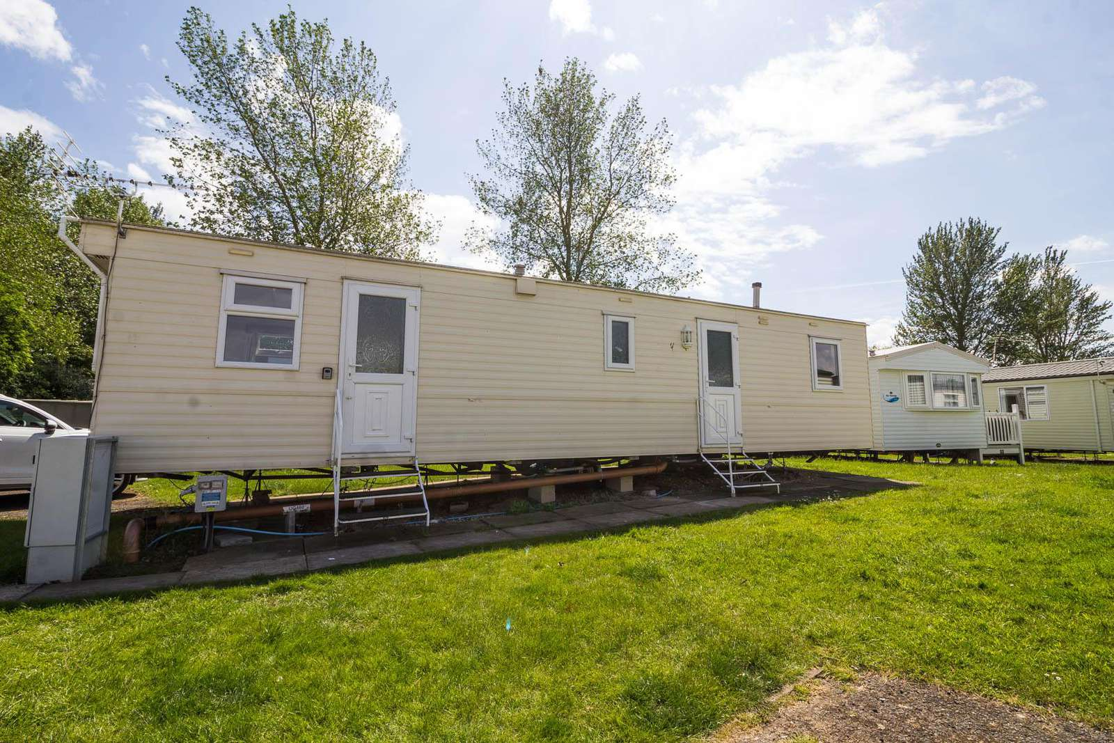 33002CL – Cedar Lakes area, 2 bed, 6 berth caravan with D/G & C/H. Ruby rated. - property