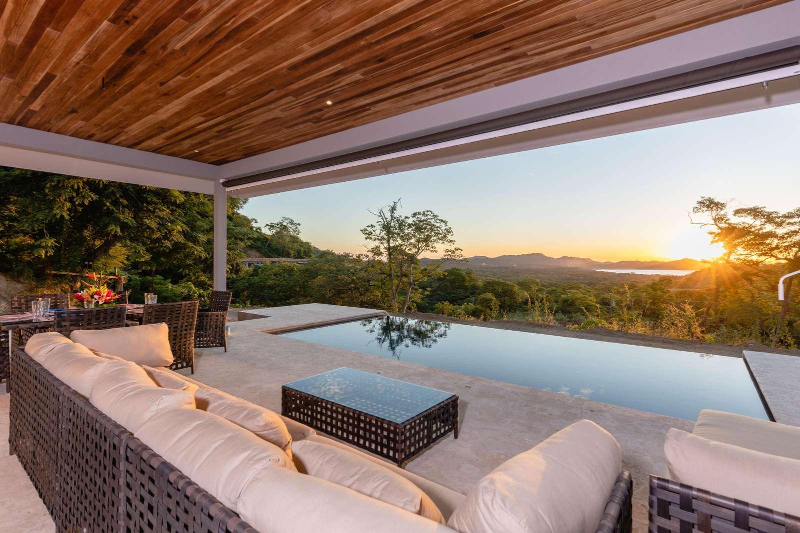 Miramar 30, ocean views, covered terrace - property