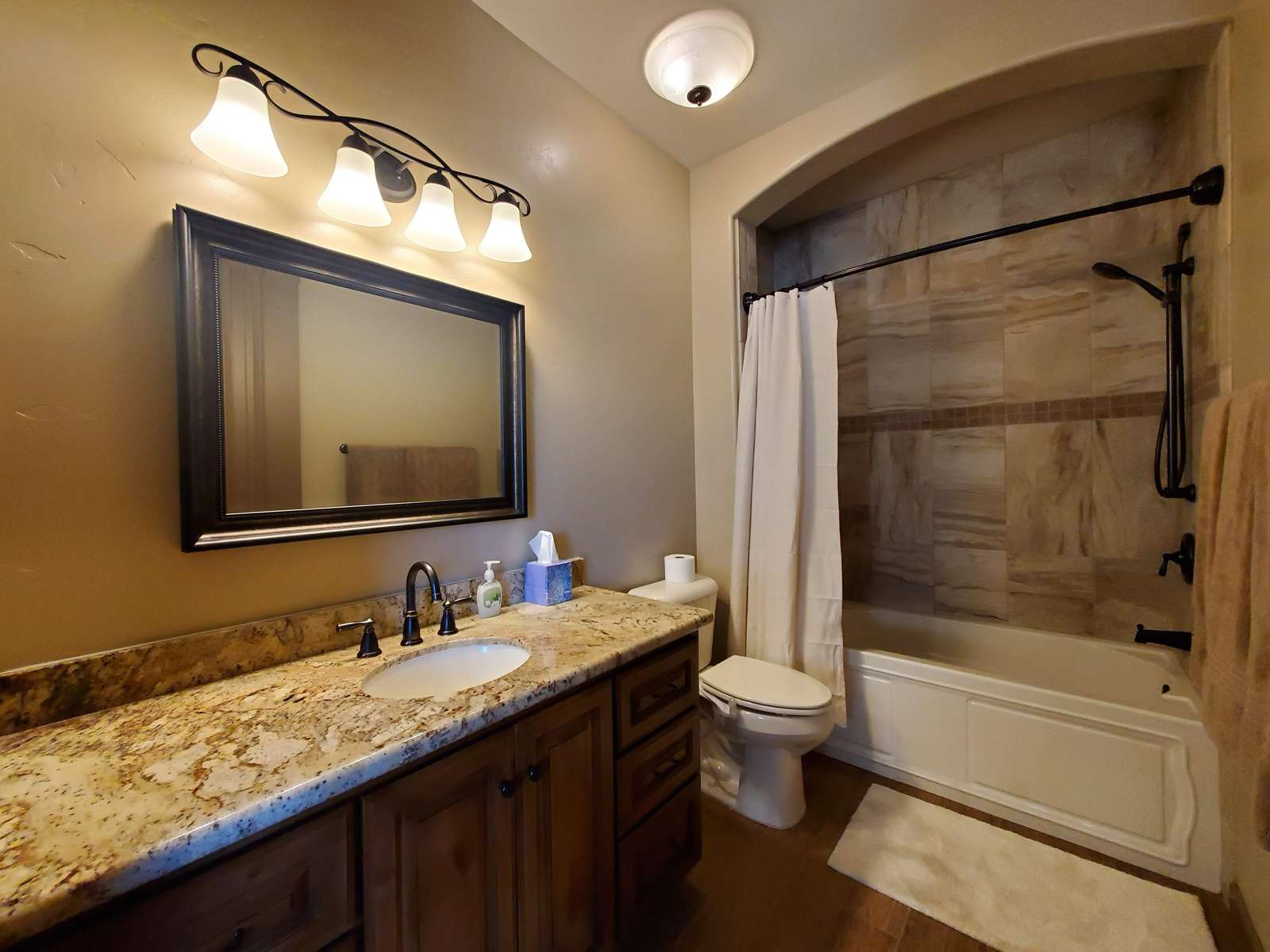 Guest Bedroom EnSuite Bath