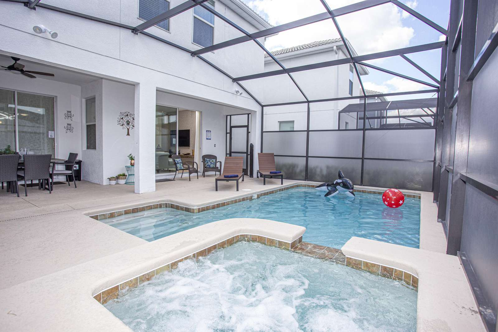Private pool in screened patio - property