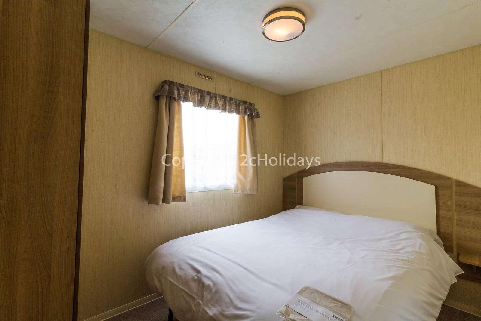 Good size master bedroom with plenty of storage!