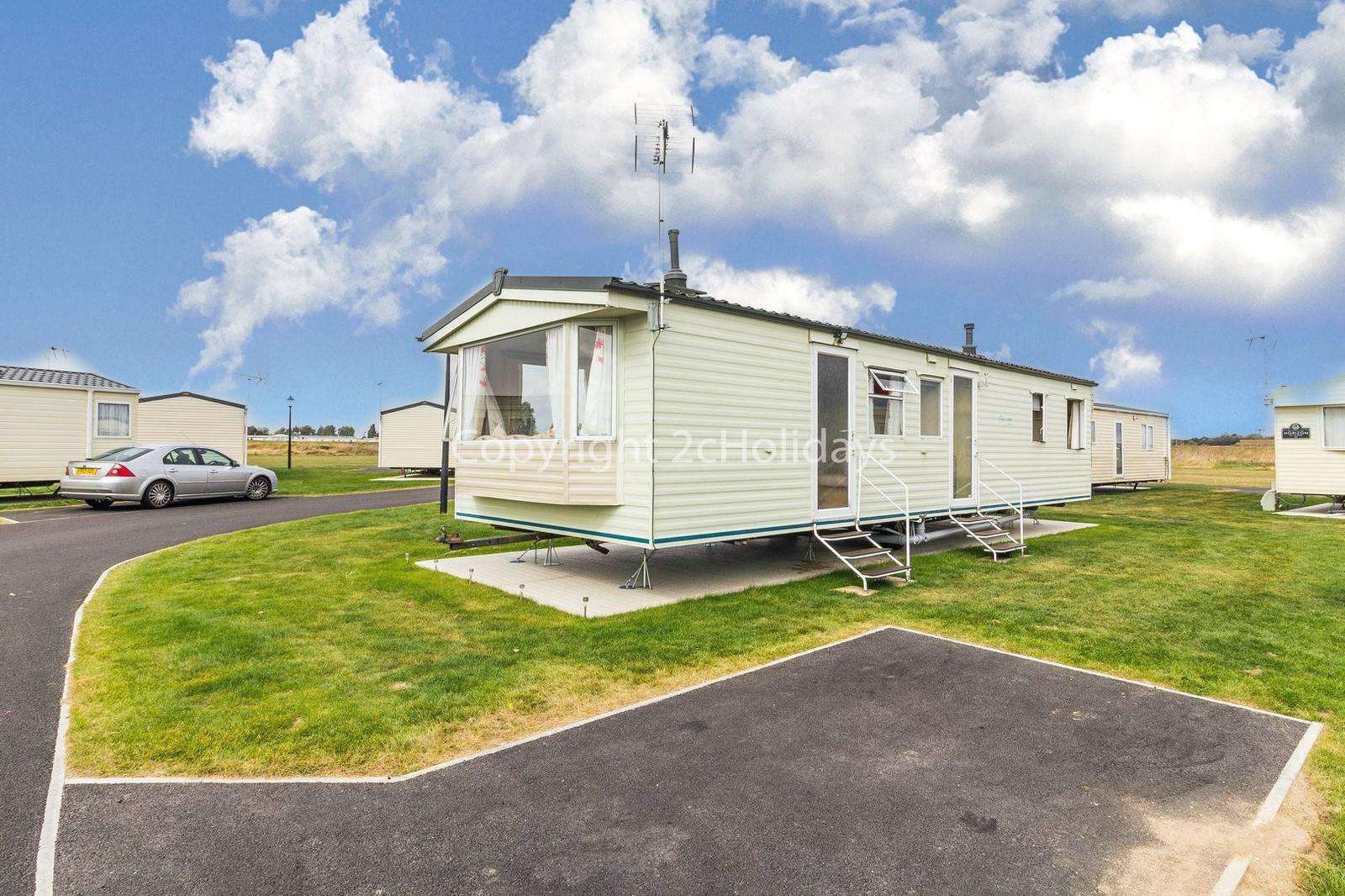 Lovely caravan on a family park with great amenities! - property