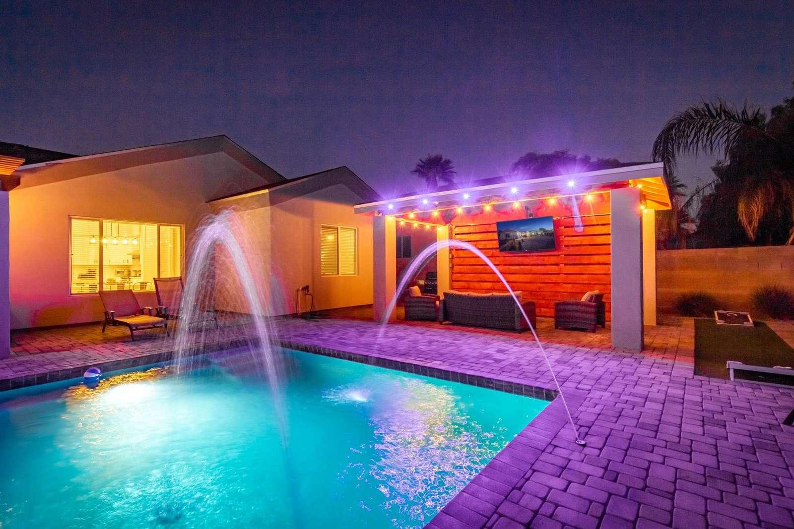 """Amazing poolside cabana w/ 65"""" TV"""