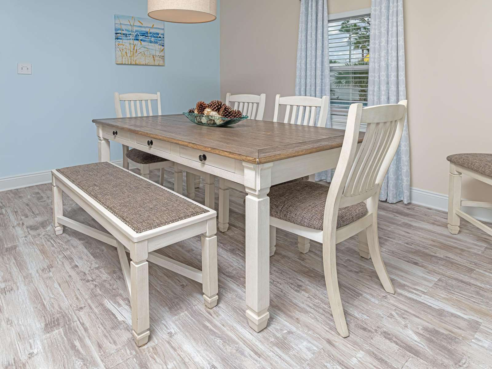 Great dining space for family dinners!