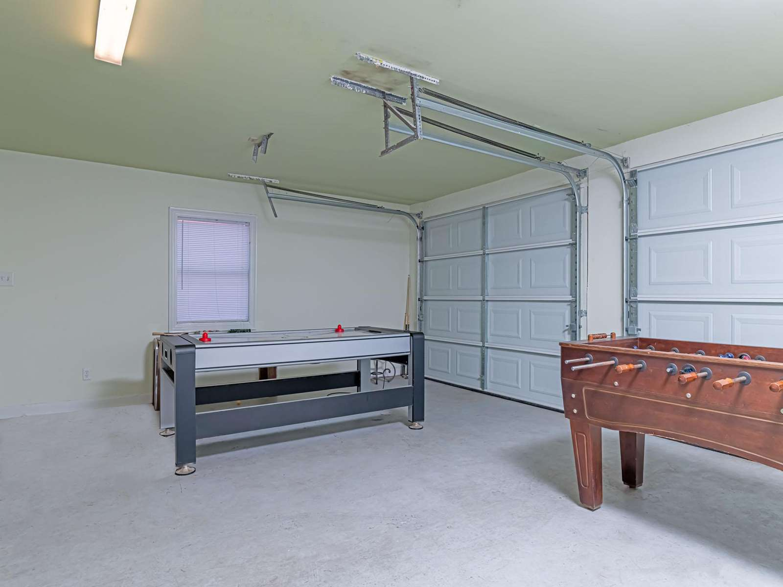 Able to move if you'd like to use the garage!
